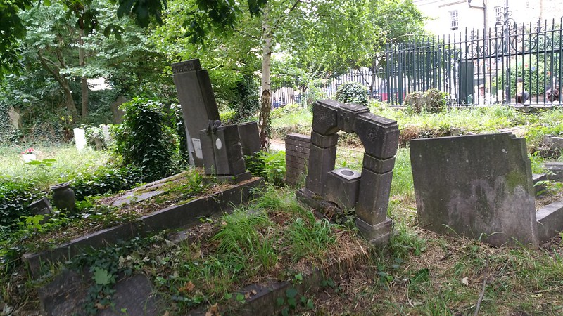 The Impossiblity of grave-hunting in Abney Park Cemetery