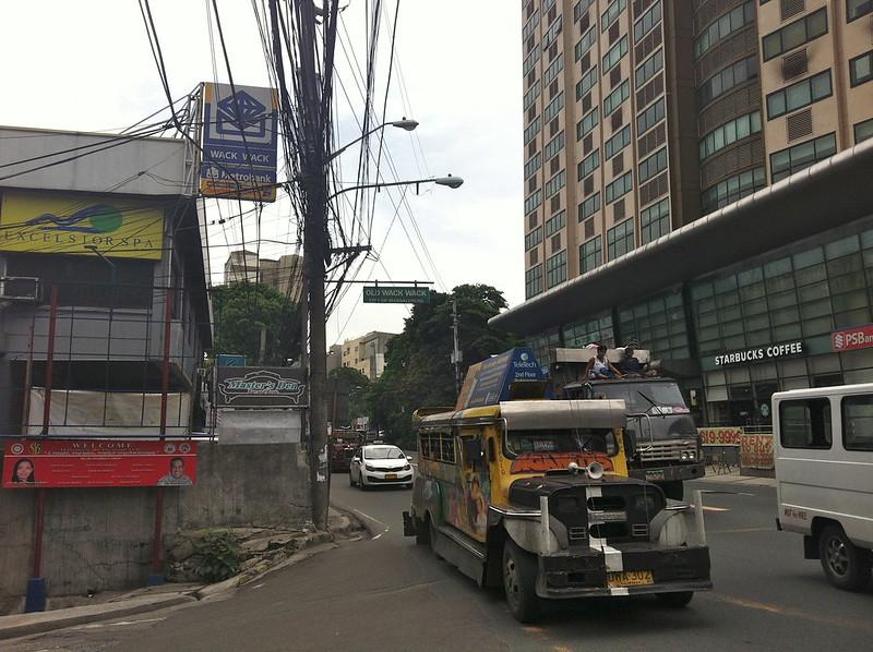 Not-Finding a Tennis Court: Drifting in Mandaluyong City, Manila